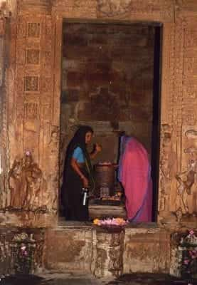 Puja performed by two women before the lingam at the Duladeo temple, Khajuraho, (2000).