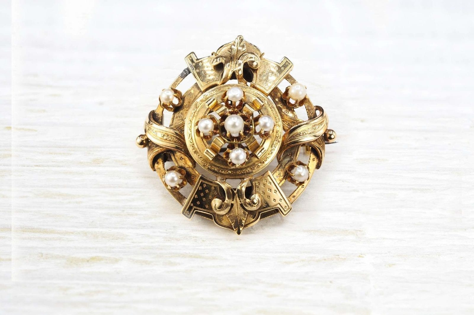 Napoleon III brooch yellow gold and pearls