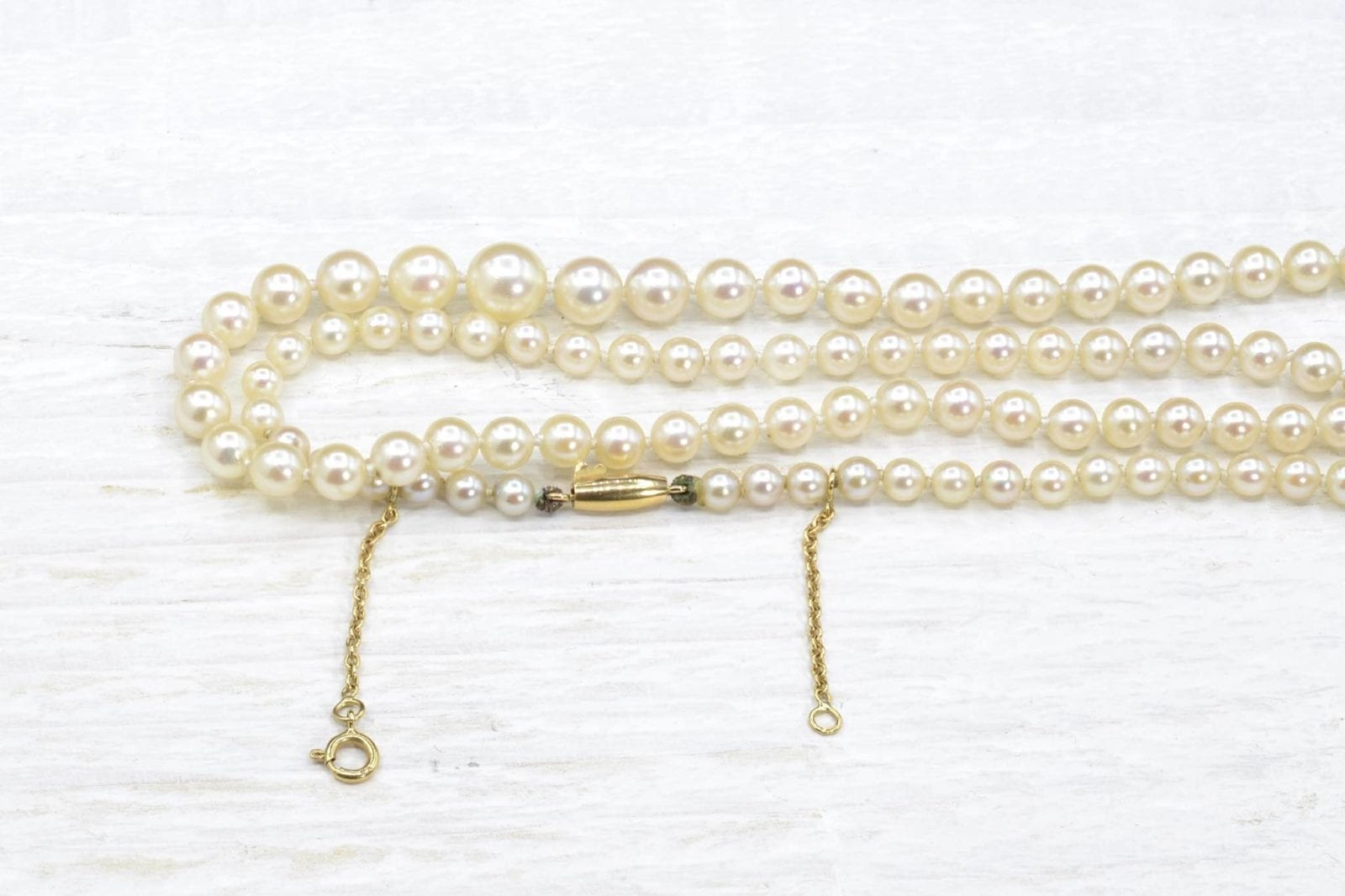 Fine pearls necklace