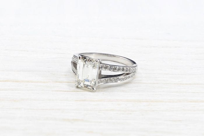 Emerald-cut diamond ring in 18k white gold