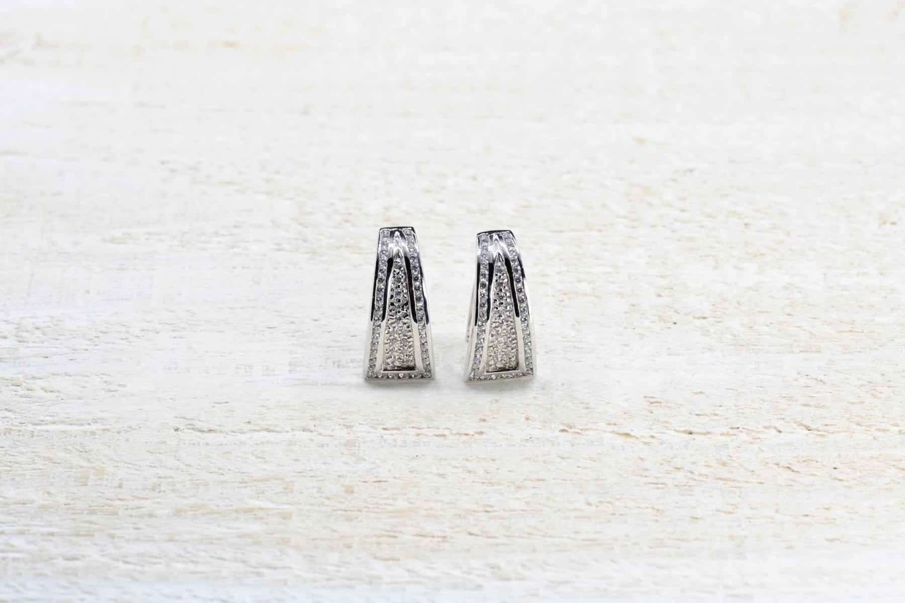 White gold diamonds earrings