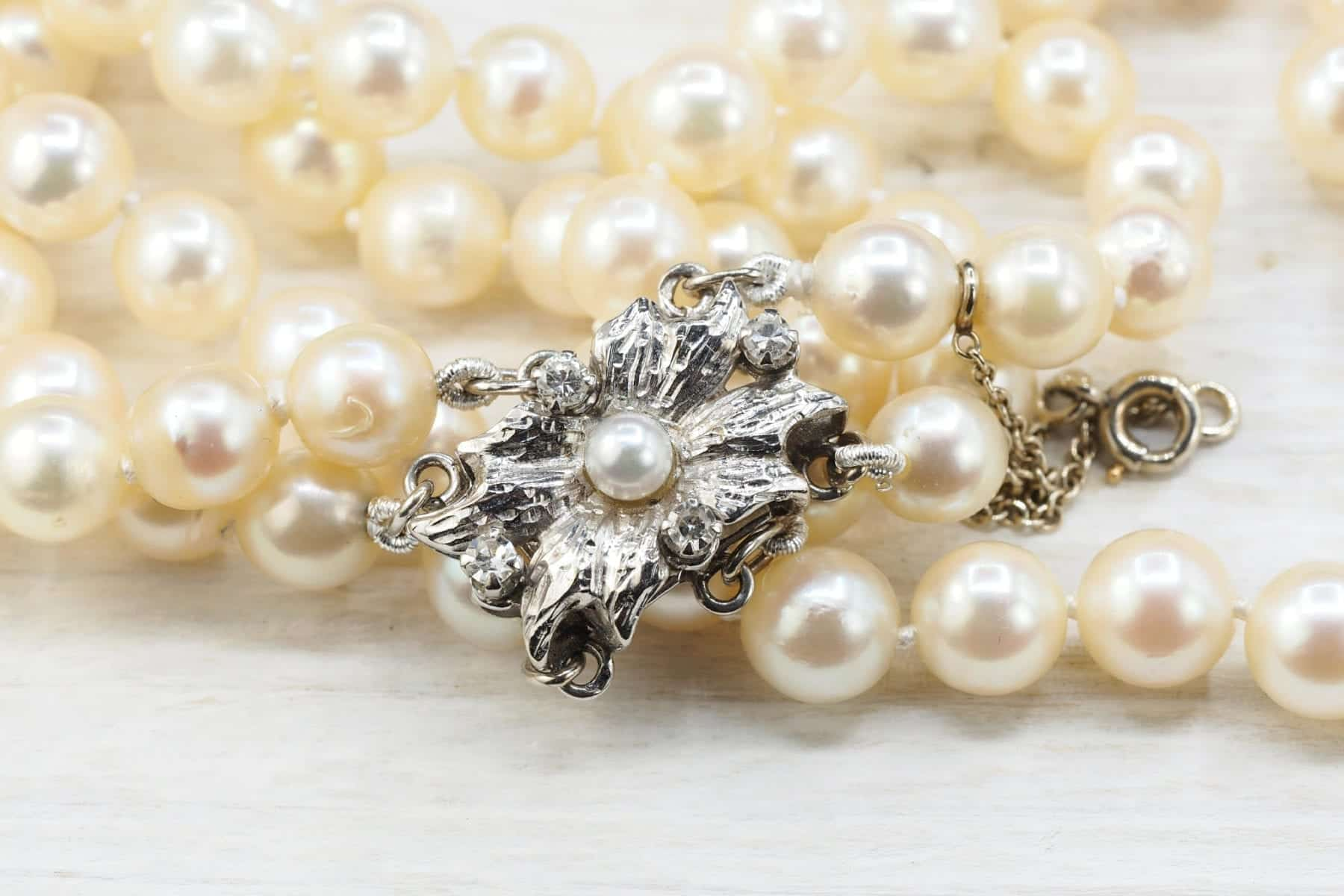 18k white gold and pearls necklace
