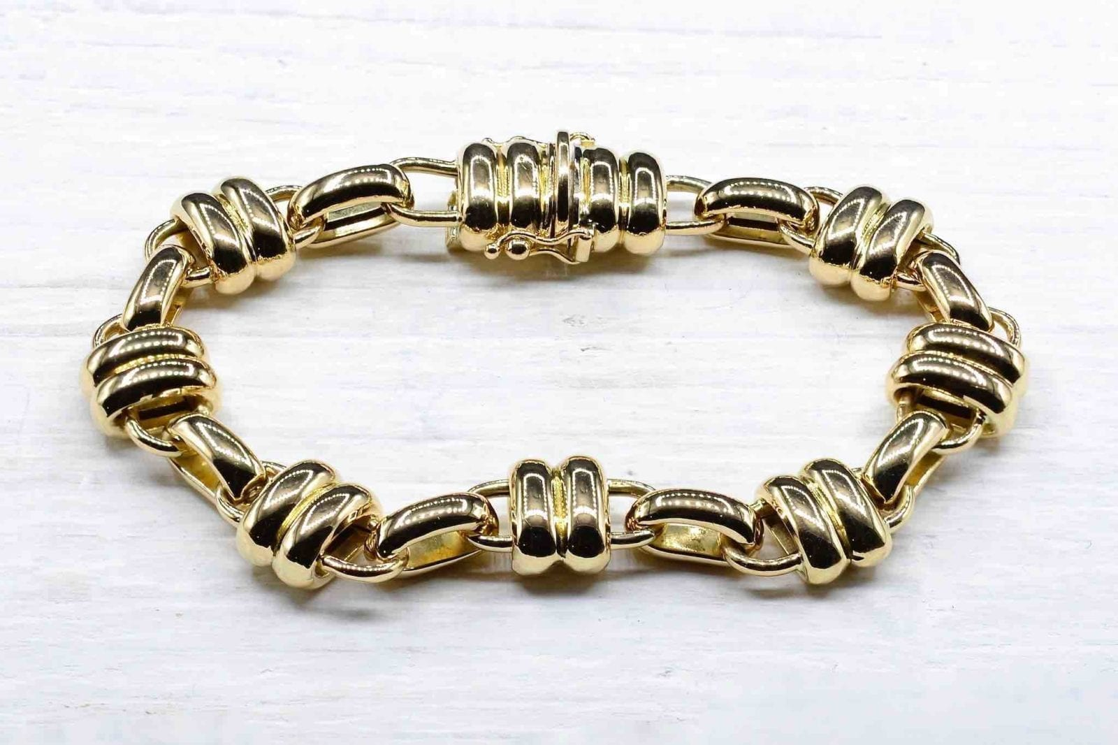 Bracelet signed Chaumet in 18k yellow gold