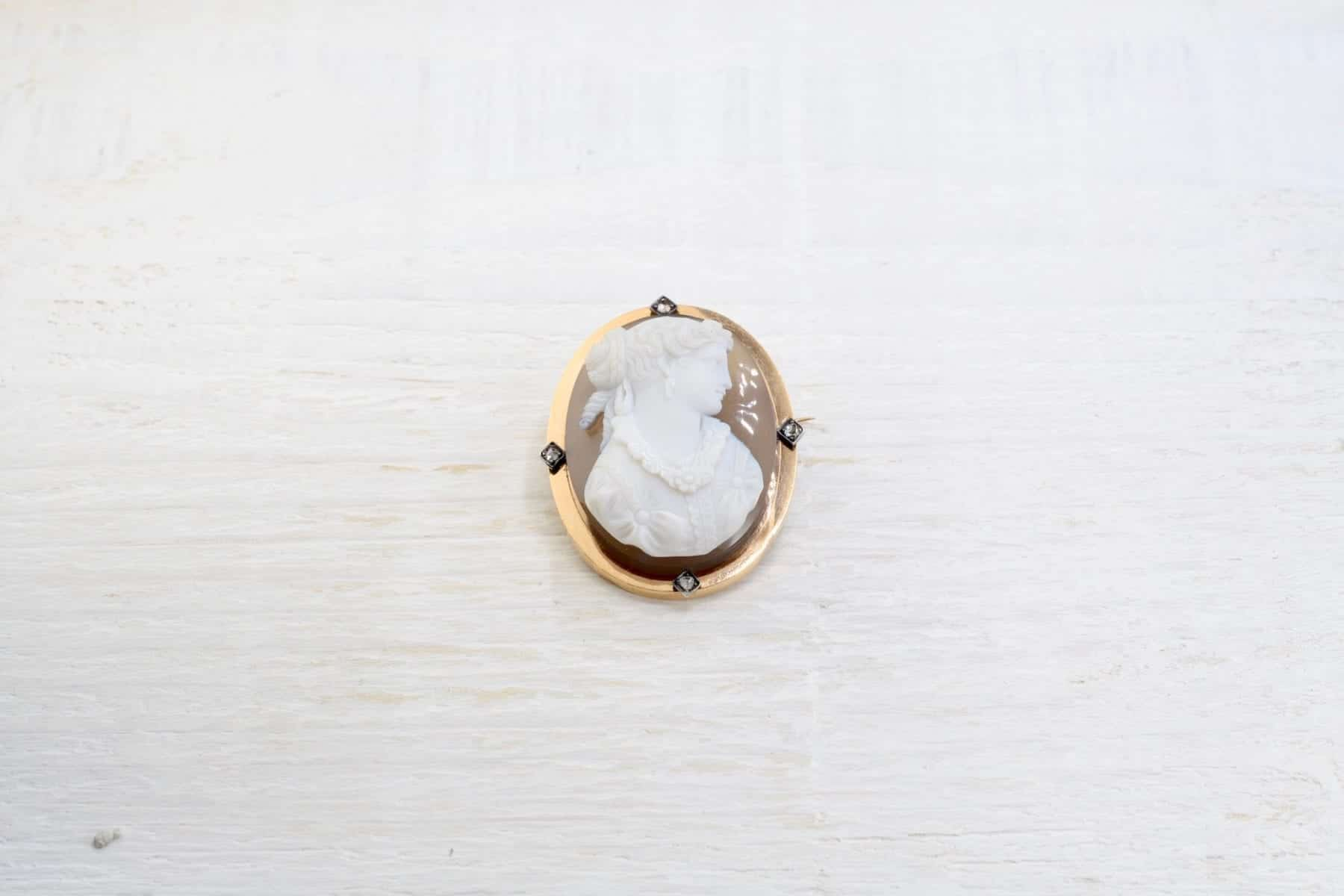 Agate brooch of 19th century