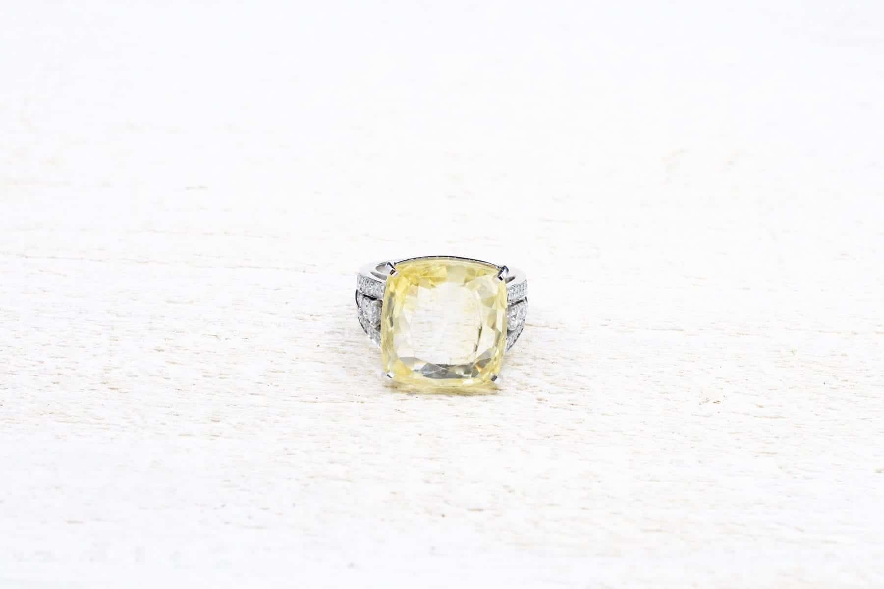 Bague saphir jaune et diamants ancinne