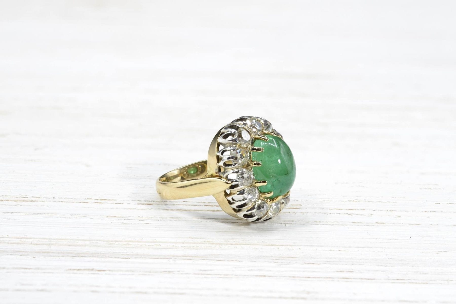 emerald diamonds ring in 18k gold