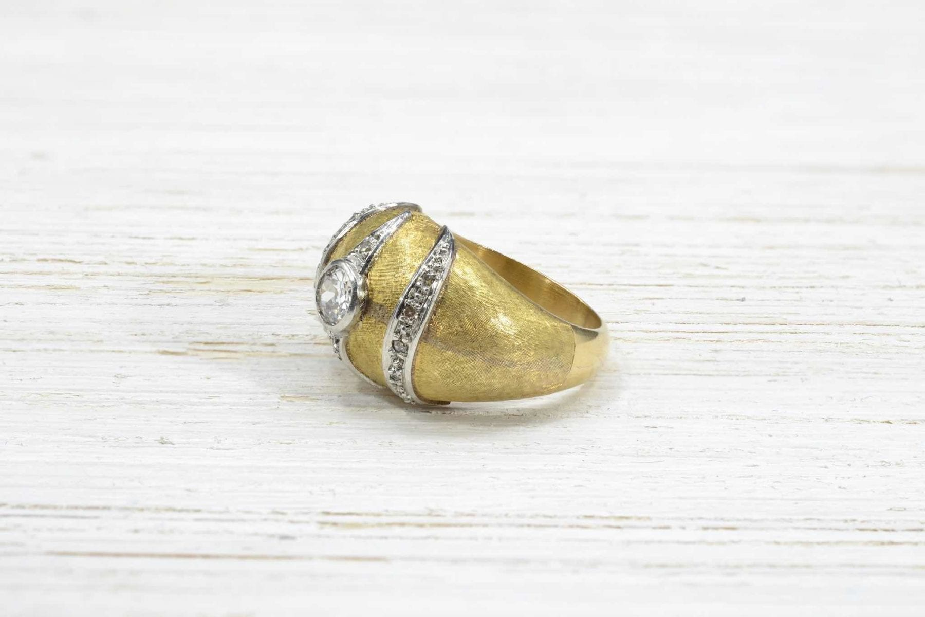 yellow gold diamonds ring