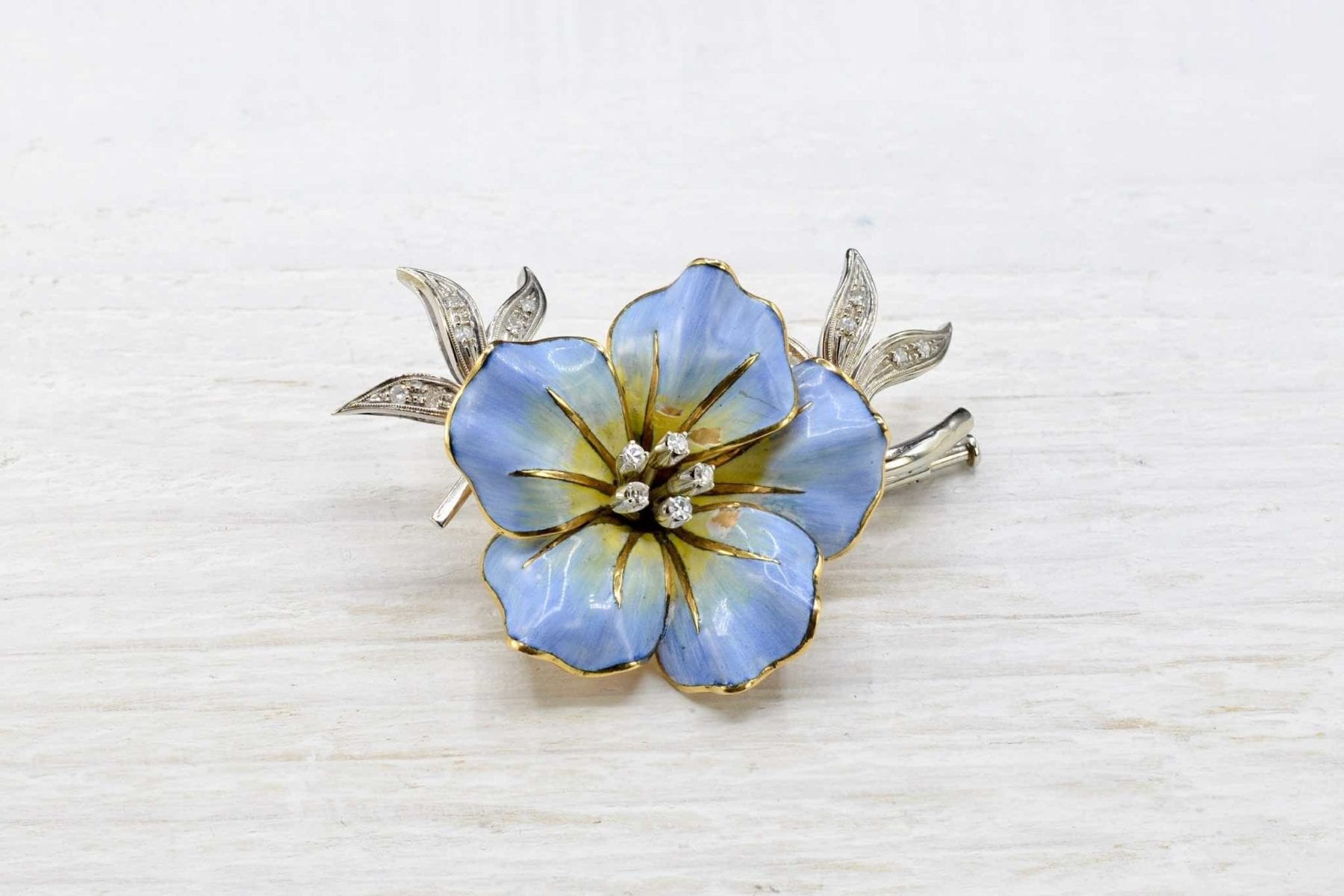 Broche fleur et diamants en or jaune 18k