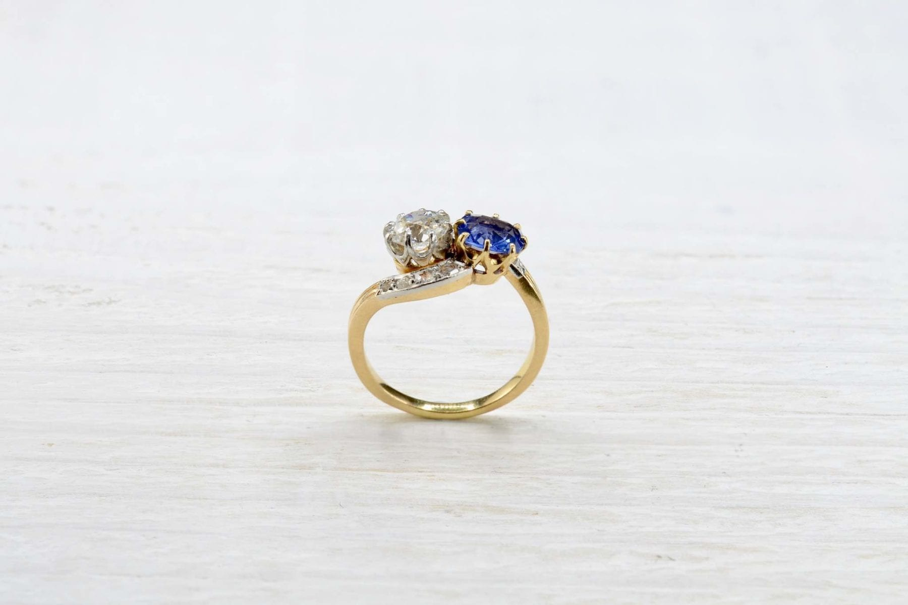 yellow gold and diamonds ring