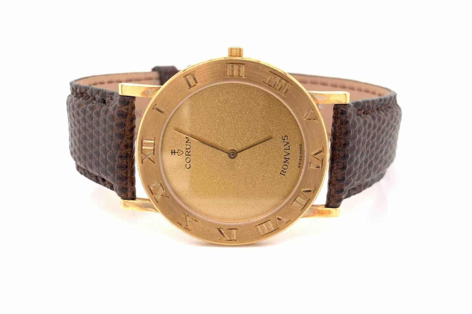 Montre Corum Romvlvs en or jaune 18k