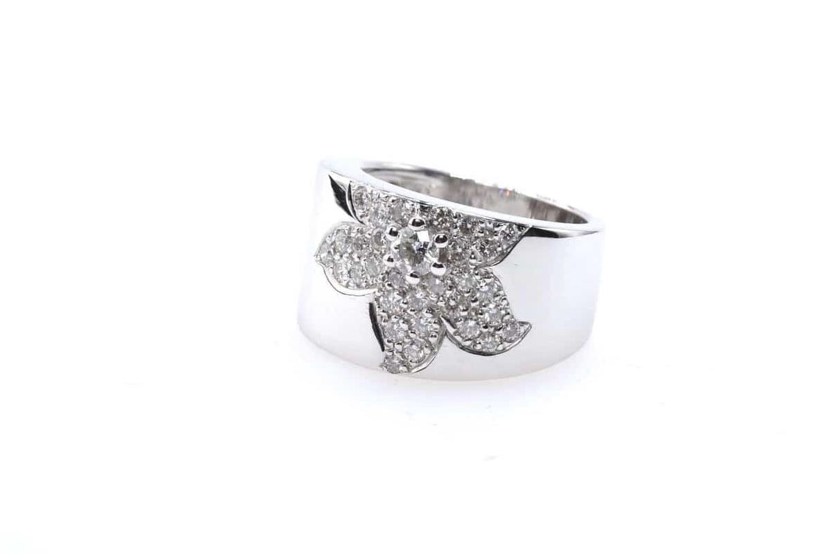 bague fleur diamants