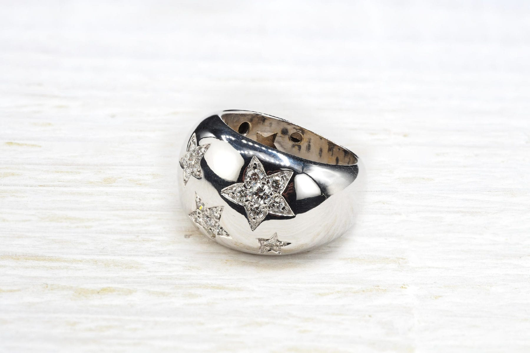 diamonds ring in white gold