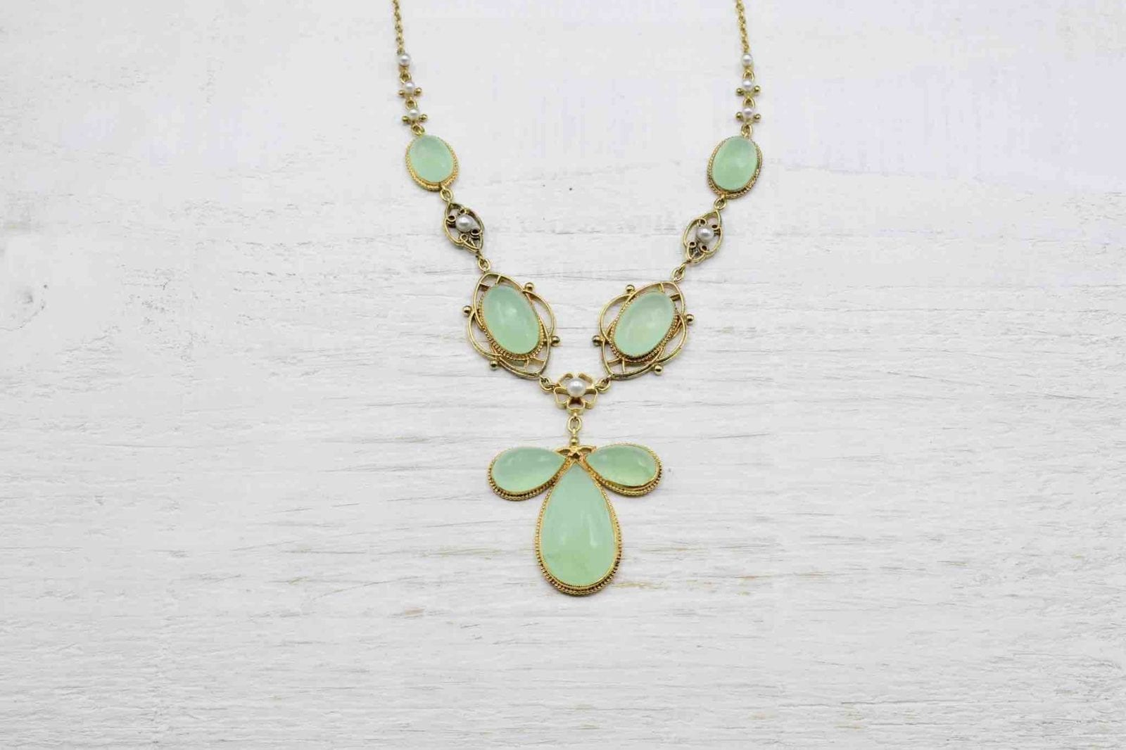 Collier ancien chrysoprases en or jaune 18k