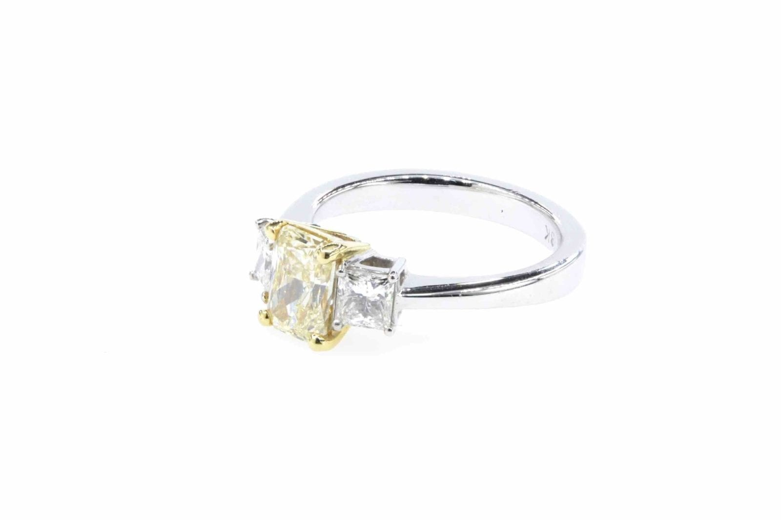 Bague diamant jaune diamants