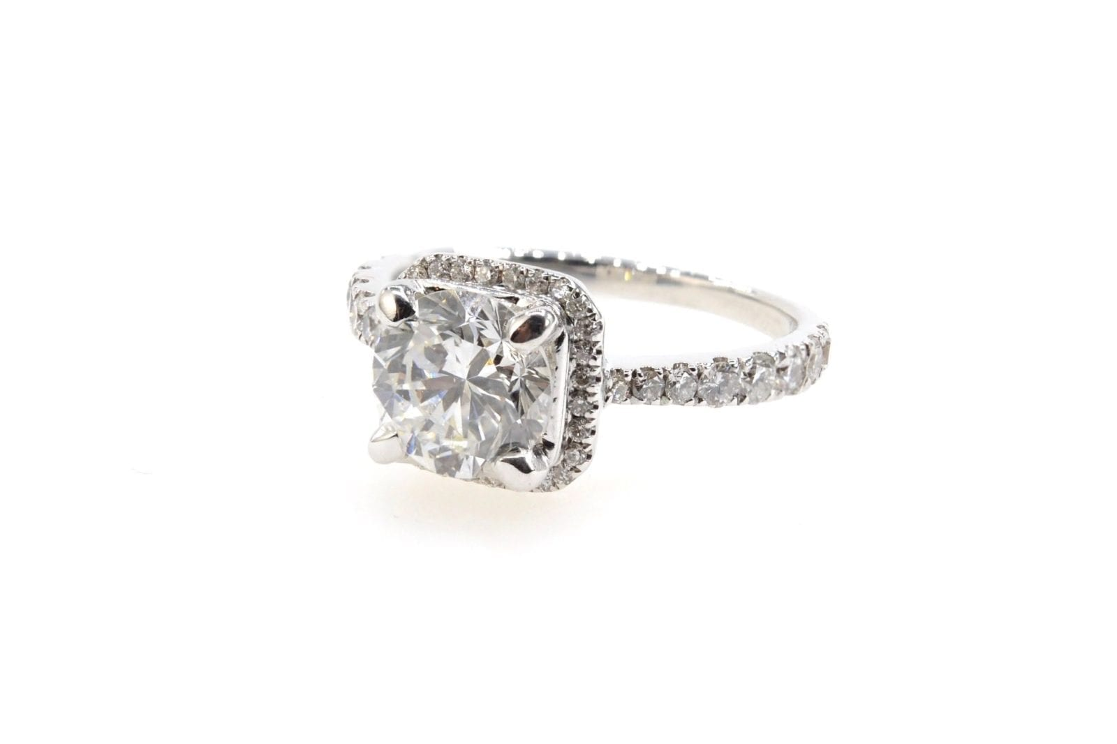 Bague solitaire diamant entourage en or blanc 18k