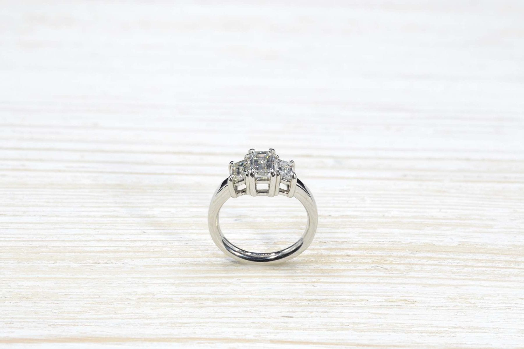 Vintage ring in white gold