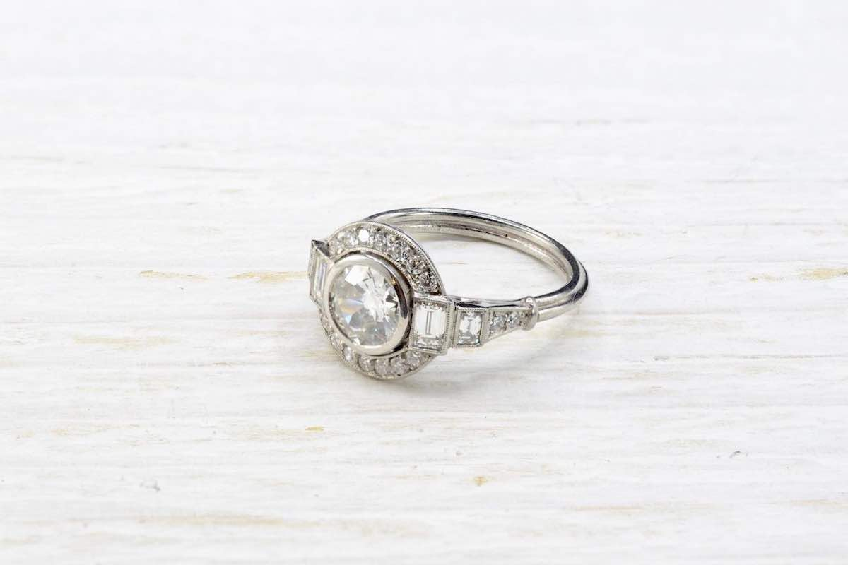 bague vintage diamants et entourage diamants