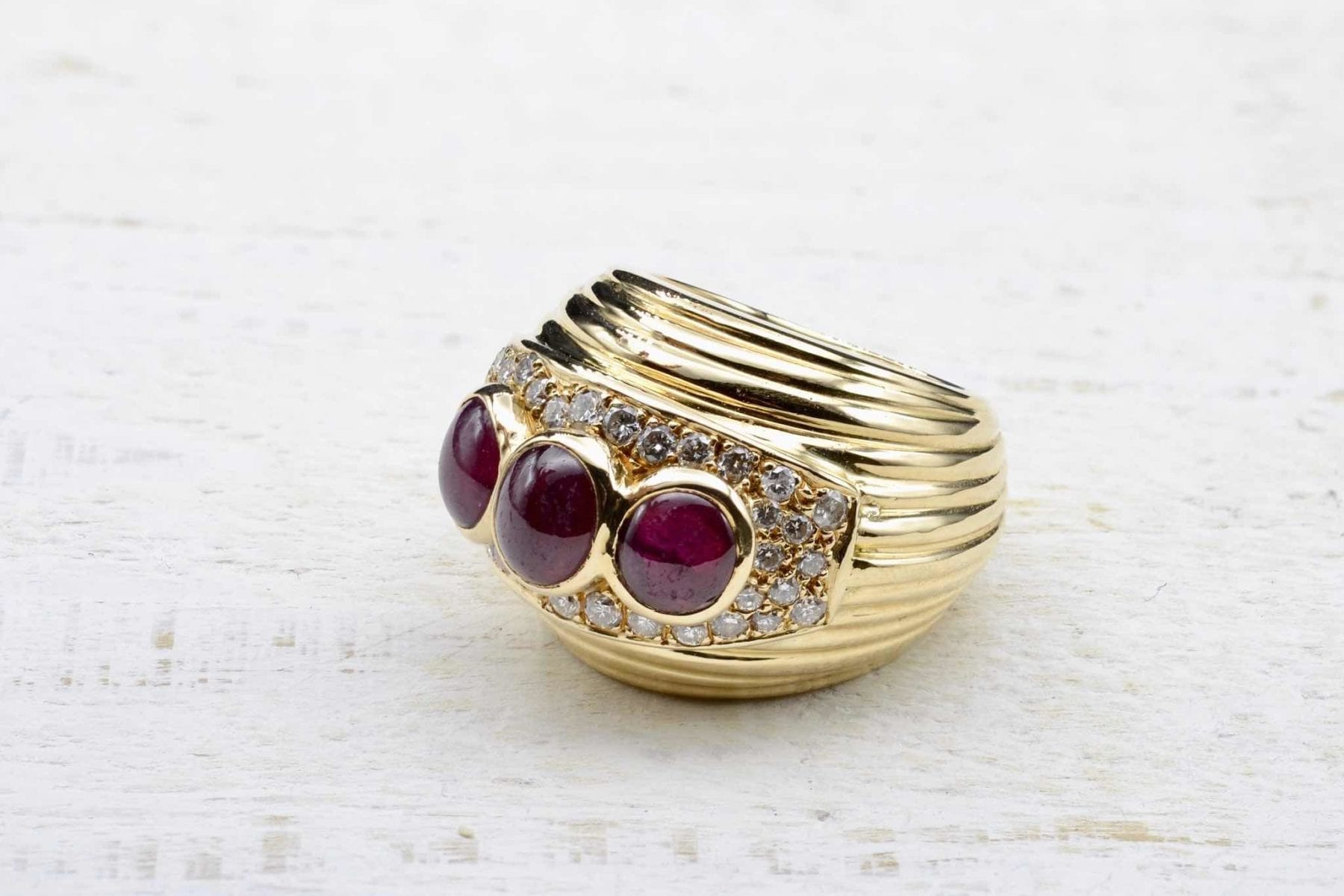 bague dôme grenats et diamants en or jaune 18k