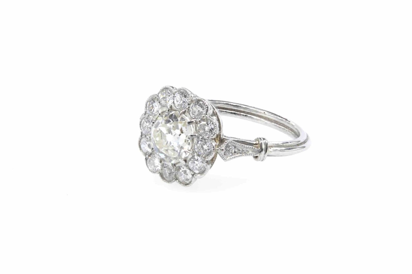 Bague marguerite diamants en platine